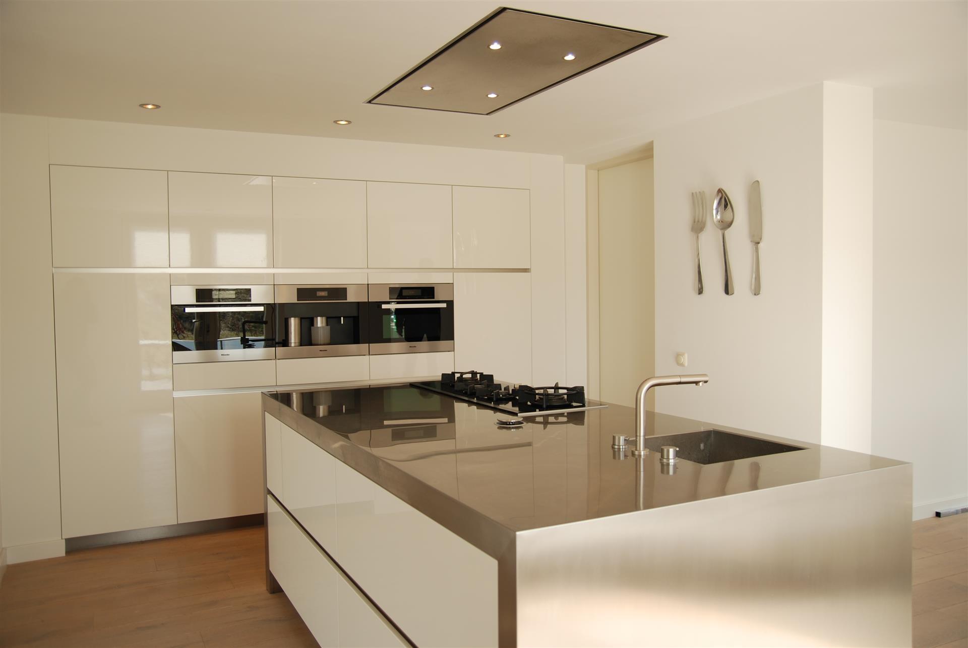 Muur ontwerp woonkamer blauwe bank - Bar design keuken ...