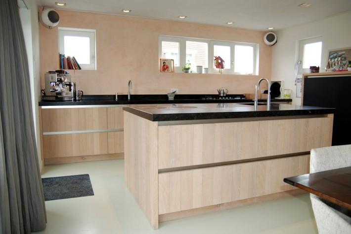 Witte Keuken Zwarte Plint : Dutch design keukens houten keuken heeg ...